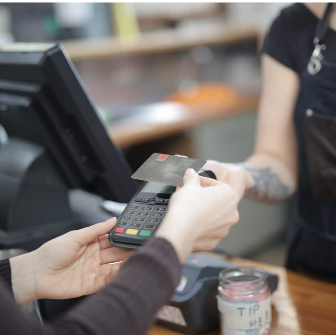 Payment processing machine in a retail setting powered by IoT cellular connectivity