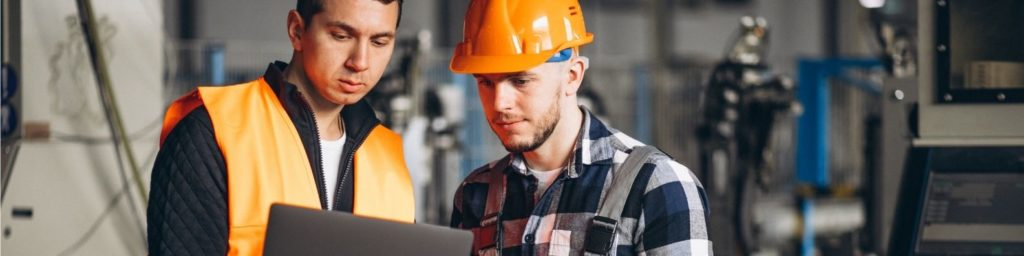 Two colleagues discuss supply chain efficiency in warehouse